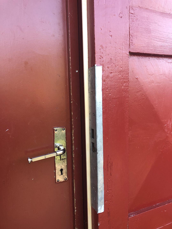 Täta ytterdörr med ny dörrlist